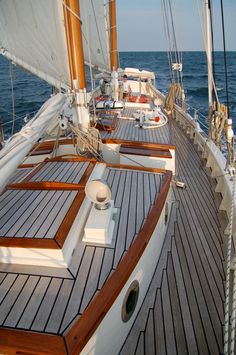 Boats and Yachts Around the World - Page 14 - SkyscraperCity Classic Sailing, Classic Yachts, Luxury Sailing Yachts, Sailboat Living, Yacht Interior, Sailing Adventures, Yacht Boat, Yacht Design, Sail Away