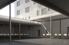 Courtyard theatre by Nelly Pilz, Studio Tom Emerson