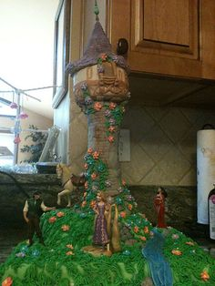 """Tangled"" cake - this website has a lot of disney cake ideas"