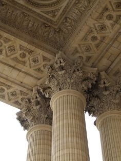 Outside the Panthéon {Portico of the Panthéon} - neoclassical - originally built as a church to St Genevieve, to fulfill a vow made by Louis XV on recovery from an illness. The architect was Jacques-Gabriel Soufflot (July 22, 1713-80). | Por failing_angel/Flickr/(CC BY-NC-SA 2.0)
