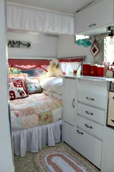 Great pics...need to go to web site to truly appreciate this!! Camper Caravan, Rv Campers, Shasta Camper, Tiny Camper, Camper Trailers, Happy Campers, Vintage Rv, Vintage Campers, Retro Campers