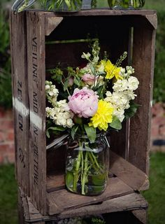 37 Vintage Craft Crate Ideas – Fun And Creative Things To Do With Old Crates - 15