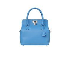 Hermès Toolbox 26 | Sac en veau Swift, couleur bleu paradis, garnitures en métal argenté palladié, trois grandes poches intérieures, bandoulière amovible, porté main ou épaule | Dimensions : l. 26 x h. 25 x p. 18 cm | réf. H062209CK2T | 5 550,00 €