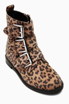 Make her outfit POP with statement leopard prints boots - perfect for autumn!