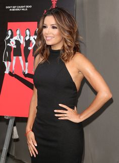 Pin for Later: Eva Longoria Made a Simple, Sophisticated Update to Her Wedding Rings Eva Wearing Her New Wedding Bands Estilo Eva Longoria, Eva Longoria Hair, Eva Longoria Style, Natural Hair Highlights, Colored Highlights, Celebrity Hairstyles, Cool Hairstyles, Brown Blonde Hair, Grunge Hair