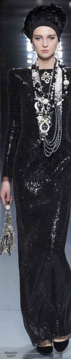 Armani Privé Fall 2016 Couture Fashion Show High Fashion, Fashion Show, Womens Fashion, Fashion Design, Giorgio Armani, Divas, Vogue, Couture Details, Armani Prive