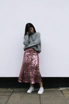 pink sequin skirt H&M Bar Outfits, Night Club Outfits, Skirt Outfits, Casual Outfits, Fashion Outfits, Vegas Outfits, Woman Outfits, Paillette Rock Outfit, Sequin Skirt Outfit