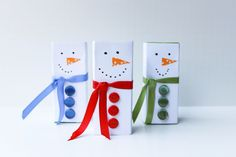 What a cute idea! Surprise your kids with snowman juice boxes. Only need cardstock, ribbon, buttons, and some washi tape!
