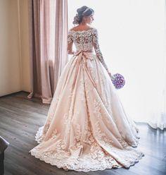 551 vind-ik-leuks, 8 reacties - Dresses (@4dresses) op Instagram: 'Waiting for the special moment Via @2wearup By @adamiatamuna'