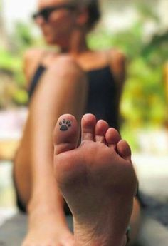 Foot Tattoos 58573 30 Hidden Tattoos Ideas to Satisfy Your Craving For New Ink Mini Tattoos, Toe Tattoos, Body Art Tattoos, Paw Print Tattoos, Cat Paw Tattoos, Finger Tattoos, Cross Tattoos, Hair Tattoos, Garter Tattoos