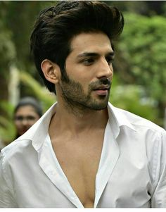 U remind me a person's face 😘 Indian Bollywood Actors, Bollywood Couples, Beautiful Bollywood Actress, Bollywood Stars, Bollywood Celebrities, Handsome Celebrities, Handsome Actors, Cute Celebrities, Celebs