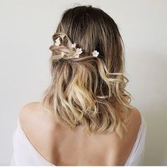 🌼💛🌼 You are in the right place about junior bridesmaid hair messy Here we offer you the most beautif Wedding Hairstyles For Medium Hair, Bride Hairstyles, Hairstyles Haircuts, Daily Hairstyles, Hairdos, Medium Hair Styles, Short Hair Styles, Wedding Hair Flowers, Floral Wedding