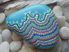 Dot Painted Stone/TheLakeshoreStore/Painted por TheLakeshoreStore, $18.00
