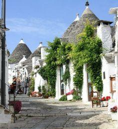 Alberobello, Italia - Alberobello es una ciudad en la provincia de Bari, Puglia, famosa por su colección de Trulli, las viviendas de piedra ...