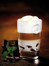 Latte Macchiato after eight. Latte Macchiato, Coffee Latte, Coffee Shop, Coffee Cups, Coffee Break, Coffee Time, Morning Coffee, Chocolates, Candy Shots