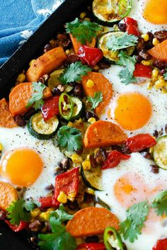 One tray Mexican egg hash Mexican Eggs, Tasty, Yummy Food, Healthy Recipes, Healthy Dinners, Healthy Food, Food Pictures, Delish, Deserts