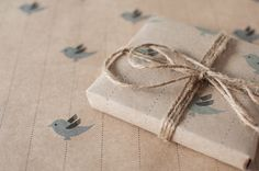 3 Sheets Blue Bird  Wrapping Paper por ToodlesNoodles en Etsy, $22.00