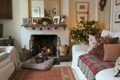 Cozy Christmas vignette complete with puppies ? cosychristmas : Cozy Christmas vignette complete with puppies ? Cottage Living Rooms, Cottage Interiors, My Living Room, Living Room Decor, Small Living, Cosy Christmas, Cottage Christmas, Christmas Room, Modern Christmas