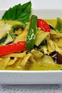 Thai Green Curry with Chicken - Really good. Added mushrooms and broccoli instead of baby corn and bamboo shoots South African Recipes, Asian Recipes, Beef Recipes, Chicken Recipes, Cooking Recipes, Thai Recipes, Chicken Meals, Cooking Tips, Thai Green Chicken Curry