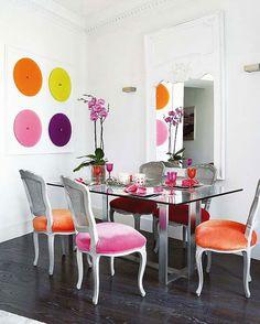 Pintar paredes con tonos alegres llenará tu casa de alegría. Sigue los siguientes ejemplos de decoración y llena tu casa de color este verano.