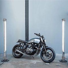 Kawasaki Zephyr 750 sittin' pretty in light saber land. Fresh build from…