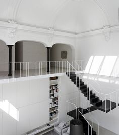 Private Loft (Monza) by Lissoni Associati studio (Piero Lissoni, architect, art director & designer, and Nicoletta Canesi). Originally a private theatre within a courtyard in the town centre. Ph. Joachim Wichmann for Lissoni Associati srl.