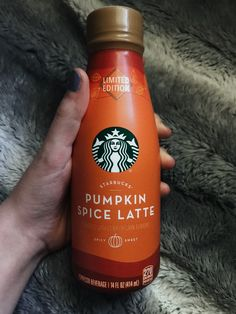 guys it's officially fall season! Starbucks Pumpkin, Pumpkin Spice Latte, Halloween Season, Fall Halloween, Halloween Inspo, Halloween Halloween, Easy Pumpkin Carving, Carving Pumpkins, Pumpkin Pumpkin