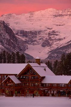 Ski Lake Louise - Winter in Banff National Park