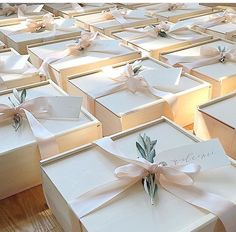 Welcome boxes beautifully wrapped Bridesmaid Presents, Bridesmaid Gift Boxes, Wedding Gift Boxes, Bridesmaid Proposal, Wedding Favours, Wedding Gifts, Creative Gift Wrapping, Creative Gifts, Wedding Welcome Gifts