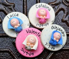 32 Ideas For Baby Shower Souvenirs Manualidades Cold Porcelain Polymer Clay Dolls, Polymer Clay Projects, Crea Fimo, Clay Magnets, Baby Shower Souvenirs, Baptism Favors, Clay Baby, Clay Ornaments, Paper Clay