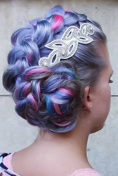 See our collection of the holiday hair accessory ideas!