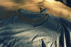 WobiSobi: Open Back, No Sew Tee-Shirt. DIY Diy Shirts No Sew, No Sew Tank, T Shirt Diy, Open Back Shirt, Denim Crafts, Sewing Stitches, Diy Fashion, Fashion Design, Cut Shirts
