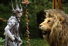 BBC series of 'The Chronicles of Narnia - The Lion, the Witch, and the Wardrobe' with Barbara Kellerman as the White Witch, seen here with Aslan (Ailsa Berk). Lion Witch Wardrobe Movie, White Witch Narnia, White Witch Costume, Mr Tumnus, Science Fiction, Narnia Costumes, Chronicles Of Narnia Books, Wardrobe Tv, The Kingkiller Chronicles