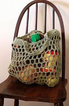 reusable crocheted grocery bag pattern - FREE! I should make a few of these to take to WinCo with me!