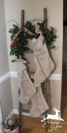 These beautiful farmhouse inspired Christmas decor ideas will make you dream . - Decoration 2019 - These gorgeous farmhouse inspired Christmas decor ideas will make you dream … - Farmhouse Christmas Decor, Primitive Christmas, Rustic Christmas, Winter Christmas, All Things Christmas, Christmas Home, Holiday Decor, Christmas Music, Outdoor Christmas