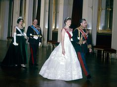 Princess Astrid with the Shah of Persia entering the gala banquet on the occasion of the state visit in 1961. Followed by King Olav and Queen Farah Diba (Photo: NTB / Scanpix)