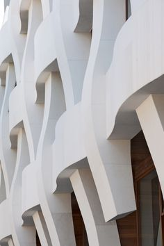 Image 16 of 66 from gallery of Argul Weave / BINAA + Smart-Architecture. Photograph by Thomas Mayer Creative Architecture, Architecture Board, Architecture Drawings, Architecture Photo, Facade Design, White Marble, Weaving, Around The Worlds, Marvel