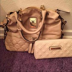 Kardashian kollection set Purse and wallet set ! Love this but I have to down size ! Great condition Kardashian Kollection Bags