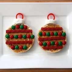 """How to Make """"Ornaments"""" out of Rice Cakes - fun for a kids' Christmas activity Healthy Food Blogs, Good Healthy Recipes, Unique Recipes, Christmas Hanukkah, Christmas Ideas, Christmas Ornaments, English Muffins, Holidays Around The World, Rice Cakes"""