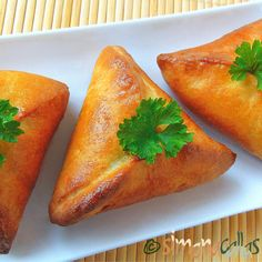 I discovered by chance these small triangular pies, which are called Fatayer Sab… Spinach Health Benefits, Mince Dishes, Pork Mince, Types Of Meat, Beef Steak, Eating Raw, Few Ingredients, Good Food, Nutrition