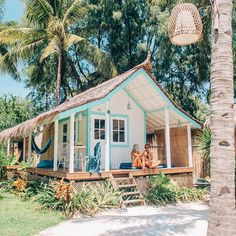 House beach exterior surf shack ideas for 2019 Surf Shack, Beach Shack, Beach Cottage Style, Beach House Decor, Coastal Cottage, Coastal Rugs, Coastal Living, Dream Beach Houses, Tiny Beach House