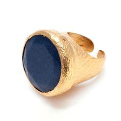 Espectacular anillo Boho style dorado y piedra natural de ágata azul. Muy favorecedor, equivale a una talla 16.5. No pasarás desapercibida con este anillo.