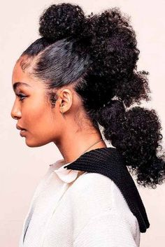 Gorgeous Natural Hair Ponytail Styles to try! - The Blessed Queens - - natural hair ponytail styles are very simple and easy to achieve! Learn how to get a sleek ponytail with natural hair and use it as a protective style! Hair Ponytail Styles, Natural Hair Ponytail, Curly Hair Styles, Natural Hair Styles, Sleek Ponytail, Mohawk Ponytail, Hair Afro, Kinky Hair, Pelo Natural