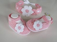 Crochet baby set // ballerinas + hair band - You can easily crochet this cute christening set, consisting of the instructions for the ballerinas - Crochet Baby Sandals, Crochet Shoes, Crochet Hair, Baby Set, Häkelanleitung Baby, Baby Knitting Patterns, Crochet Patterns, Baby Booties Free Pattern, Simply Crochet