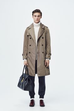 #19 Coat:TOMORROWLAND/¥52,920 Knit:TOMORROWLAND tricot/¥29,160 Pants:TOMORROWLAND/¥22,680 Bag:TOMORROWLAND/¥78,840 Shoes:J.M. WESTON/¥110,160