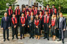 """Zukünftige Spitzenmanager: Der erste Jahrgang des """"Siemens-MBA"""" wurde verabschiedet. 19 talentierte Nachwuchskräfte von Siemens aus Indien, den USA, Italien, Griechenland, Bulgarien, Brasilien & Deutschland haben den berufsbegleitenden Master """"International Leadership and Finance"""" mit überdurchschnittlichen Ergebnissen abgeschlossen. (Bild: Heiko Stahl)"""