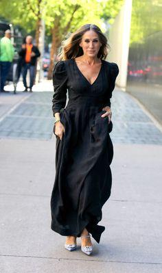 Bright Pink Heels, Carrie Bradshaw Style, Denim Branding, Sarah Jessica Parker, Black Maxi, Jennifer Aniston, Fashion Outfits, Womens Fashion, Her Style