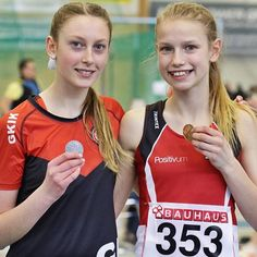 @olivia_brunback & @sandraaberggg won a double today🥇🥈in the youngest age group at National Youth Championships at 1K. Olivia took over the lead after 100 m and Sandra was second from 400 m to go. The winning time was 2.58. The third time for Olivia under 3:00 and Sandras silver medal time of 3:00.80 was also a new PR. Sandra won one hour later also a silver medal in 200 m - in a new PR of 26.20.