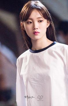 닥터스 포토스케치 문지인 따라 폐건물에 온 이성경 Cute Korean, Korean Girl, Asian Girl, Lee Sung Kyung Doctors, Korean Beauty, Asian Beauty, Kim Book, Weightlifting Fairy Kim Bok Joo, Korean Actresses