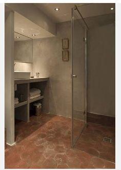 salle de bain béton et tomettes. ici le melange semble fonctionner...mais Francois prefere du bois